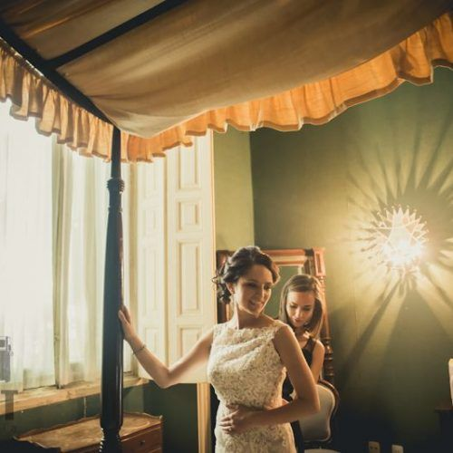 novia preparándose para su boda