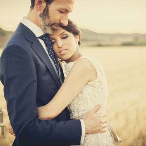 foto novios boda abrazandosse
